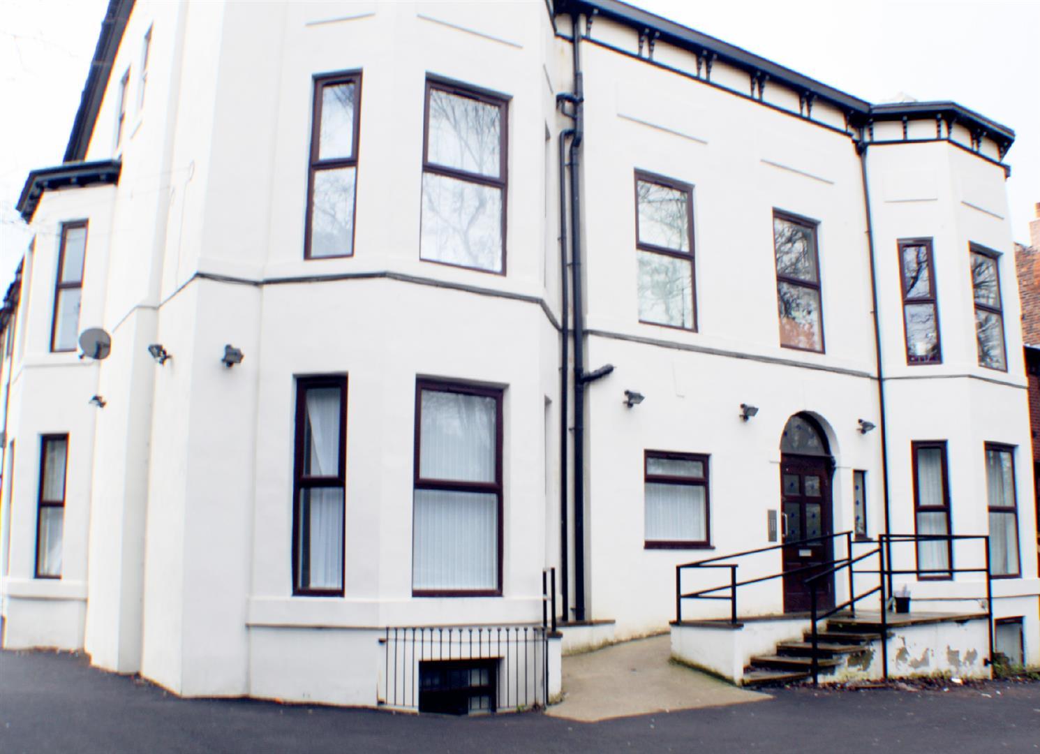 2 Bedrooms Flat for sale in Half Edge Lane, Monton, Manchester